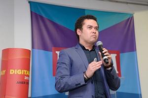 Diego Oliveira,  Professor ESPM.